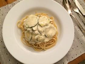 ズッキーニとフェタチーズのパスタ