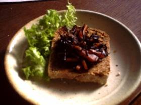残ったひじきで簡単朝ごパン(・ω・`)♪