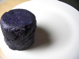 紫芋をつかったシットリケーキです。