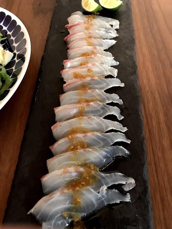 すだちで漬けた真鯛のカルパッチョ