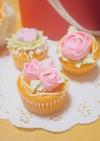 ホイップマリームでお花のカップケーキ♡