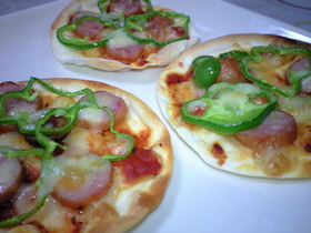 ■簡単・スグ出来る■ギョーザの皮でピザ♪
