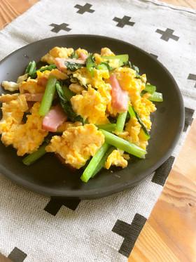 小松菜とベーコンのふんわり卵炒め