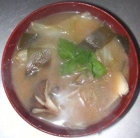 白菜と舞茸の味噌汁