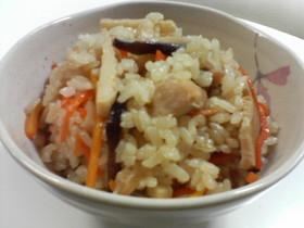 ゴマ油がほんのり香る中華風炊き込み御飯