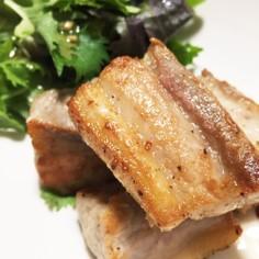 熟成で激ウマ♡豚バラ肉の塩ステーキ