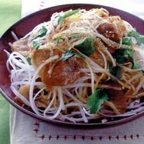 大根とカリカリ豚肉のサラダ