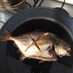 マレーシアで魚料理 マナガツオの煮付け