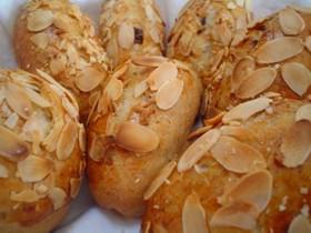 アーモンドとライ麦パン