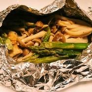 鱈とアスパラの味噌バターマヨのホイル焼き