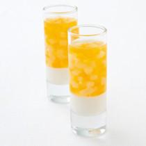 ヨーグルトムースと黄桃、白桃のゼリー