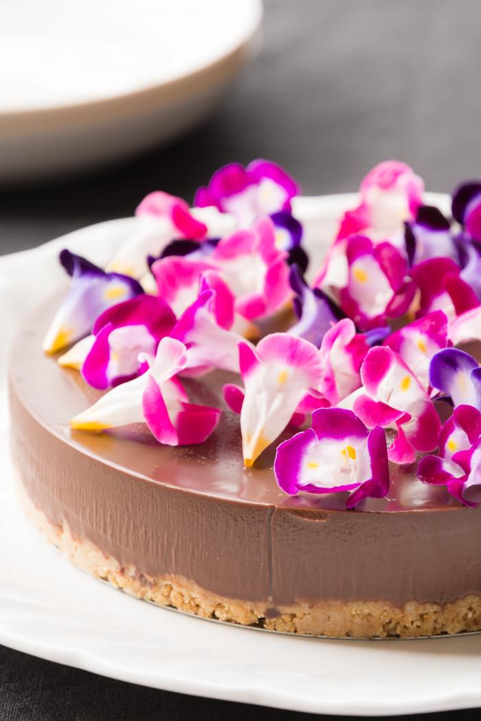 エディブルフラワーのチョコレートケーキ♡