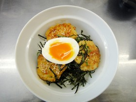 レンコンの鶏つくね丼★半熟卵のせ♪