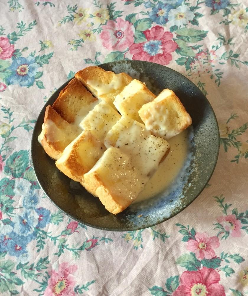 チーズソースかけトースト*朝食•ランチ◎
