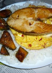 紅鮭+カボチャ+卵焼きのカフェ丼