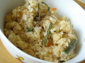 干し椎茸の戻し汁を活用♪山菜炊き込みご飯