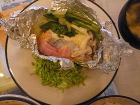 野菜たっぽりサーモンのホイル焼き