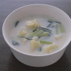 じゃがいもと小松菜のミルクスープ