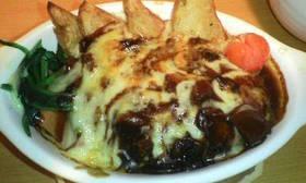 彩り野菜の煮込みハンバーグ風チーズ焼き