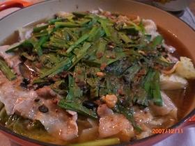 ルクルーゼで豚バラと白菜のトウチジャン鍋