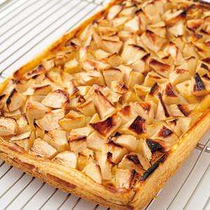 フルーツ(りんご、バナナ、洋梨)のパイ