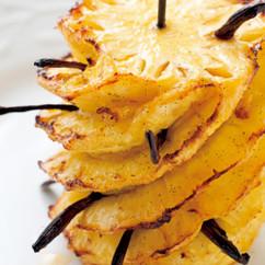 パイナップルの丸ごとローストレモンバターソース