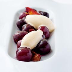 温かいチェリ—サラダバニラアイスクリーム添え