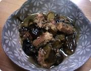 サバ水煮缶とナスの煮物の写真