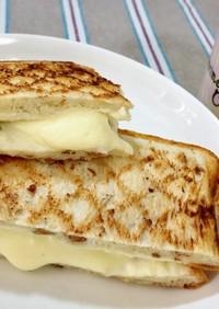 くるみとクリームチーズのホットサンド