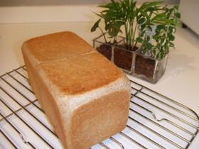 サンドイッチに最適♪全粒粉の角食パン