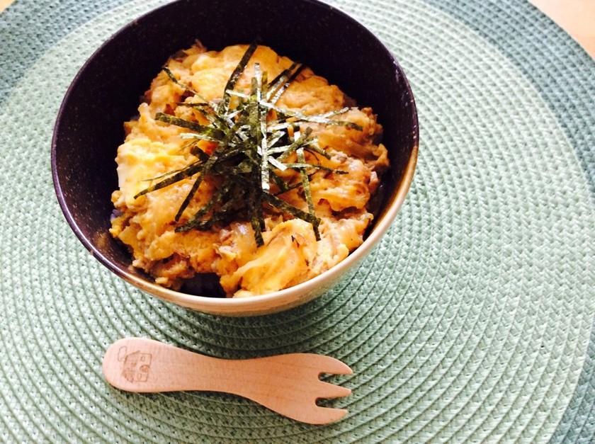鯖缶玉子とじ丼(親子丼風)
