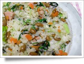 納豆・魚肉ソーセージ・菜っ葉でチャーハン