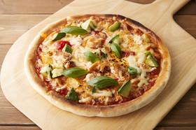 香燻ローストサーモンのバジル風味ピザ