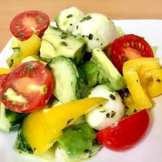 お箸が止まらない☆彩り野菜の簡単サラダ