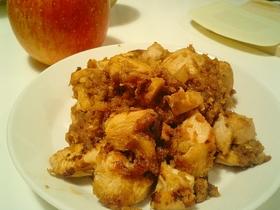 すりおろしリンゴの鶏肉炒め