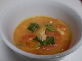 イカとチンゲンサイのトマトクリームスープ