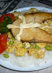 紅鮭+神楽南蛮と枝豆炒り卵のカフェ丼
