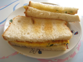 大根葉のふりかけをつかった卵サンド