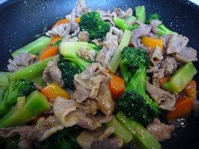 彩りも美しい♪豚肉とブロッコリーの炒め物