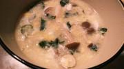 しめじとワカメの卵スープの写真