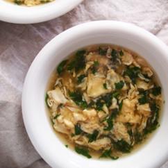 春菊と卵のふんわりスープ