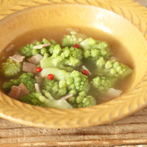 ロマネスコとベーコンのスープ