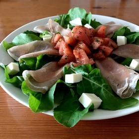 ルッコラと生ハムとトマトのサラダ♡