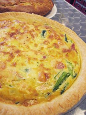 バジル風味☆とろとろチーズの簡単キッシュ