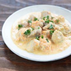 鶏肉と里芋の赤いクリーム煮