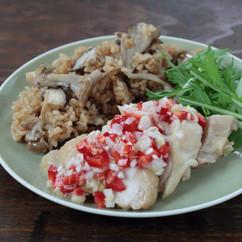 きのこの中華炊き込みごはんと蒸し鶏のねぎだれ