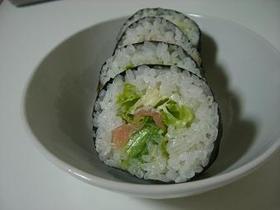 アボカドとスモークサーモンの巻き寿司