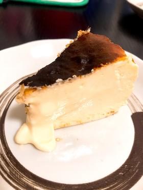 スペインバルのバスク風チーズケーキ