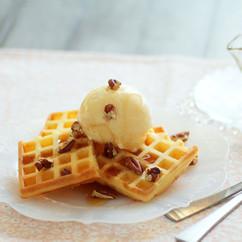 ワッフル アイスクリームとピーカンナッツ