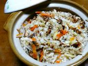 アウトドア飯さんまかば焼き缶炊き込みご飯の写真